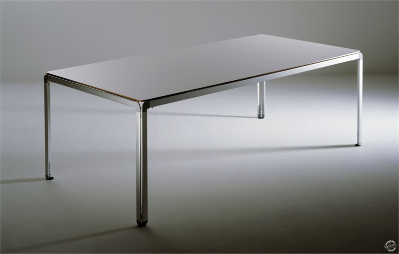 arne-jacobsen-table.jpg